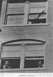 Tom Dillard immortala Williams (a sinistra) e Norman (a destra) pochi istanti dopo il terzo sparo