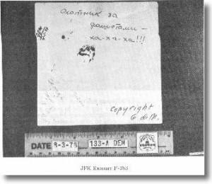Sarebbe bastato leggere il retro di una fotografia di Oswald con il fucile: si sarebbe trovata la dedica autografa della moglie.